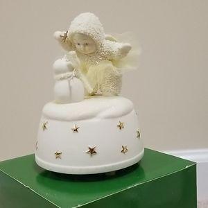 Snowbabies - A Little Holiday Magic Music Box